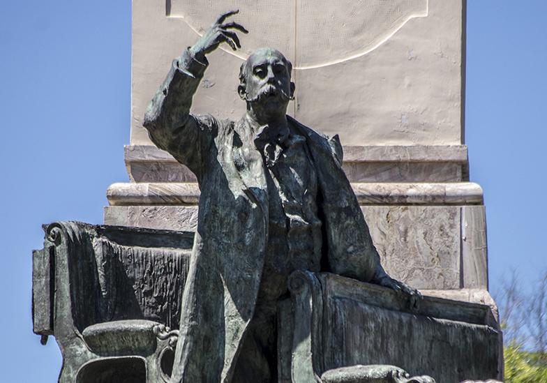 Estatua a Emilio Castelar